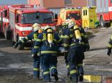 Složky IZS procvičovaly zásah u požáru s výskytem nebezpečné látky (112)