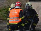 Složky IZS procvičovaly zásah u požáru s výskytem nebezpečné látky (96)