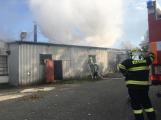 Hasiči vyjížděli k požáru dřevní štěpky v Bezděkově pod Třemšínem (22)