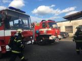 Hasiči vyjížděli k požáru dřevní štěpky v Bezděkově pod Třemšínem (23)