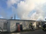 Hasiči vyjížděli k požáru dřevní štěpky v Bezděkově pod Třemšínem (25)