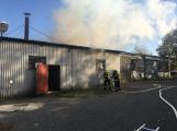 Hasiči vyjížděli k požáru dřevní štěpky v Bezděkově pod Třemšínem (26)