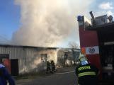 Hasiči vyjížděli k požáru dřevní štěpky v Bezděkově pod Třemšínem (27)
