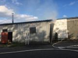 Hasiči vyjížděli k požáru dřevní štěpky v Bezděkově pod Třemšínem (28)