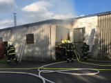 Hasiči vyjížděli k požáru dřevní štěpky v Bezděkově pod Třemšínem (15)