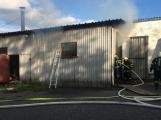 Hasiči vyjížděli k požáru dřevní štěpky v Bezděkově pod Třemšínem (1)