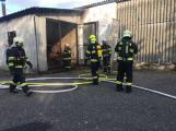 Hasiči vyjížděli k požáru dřevní štěpky v Bezděkově pod Třemšínem (3)