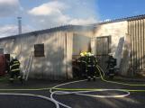Hasiči vyjížděli k požáru dřevní štěpky v Bezděkově pod Třemšínem (4)