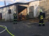 Hasiči vyjížděli k požáru dřevní štěpky v Bezděkově pod Třemšínem (5)