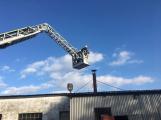 Hasiči vyjížděli k požáru dřevní štěpky v Bezděkově pod Třemšínem (9)