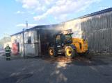 Hasiči vyjížděli k požáru dřevní štěpky v Bezděkově pod Třemšínem (11)