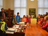 Děti ve starostenském křesle (2)