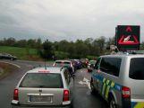 Nehoda dvou vozů komplikuje příjezd od Pičína ()
