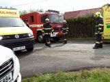 Vážná nehoda v Podlesí, řidič peugeotu přejel do protisměru (1)