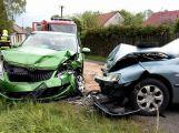 Vážná nehoda v Podlesí, řidič peugeotu přejel do protisměru (2)