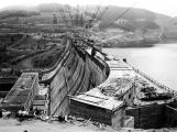 Orlická přehrada vzala domov tisícům lidí. Ti se nemohli bránit, a tak jen čekali ()