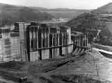 Orlická přehrada vzala domov tisícům lidí. Ti se nemohli bránit, a tak jen čekali (14)