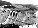 Orlická přehrada vzala domov tisícům lidí. Ti se nemohli bránit, a tak jen čekali (13)