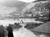 Orlická přehrada vzala domov tisícům lidí. Ti se nemohli bránit, a tak jen čekali (10)