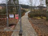 Zbytky zahradních domků u Čekalíkovského rybníka padly dnes k zemi (3)