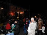 Příbramské náměstí rozzářil vánoční strom (7)