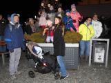 Příbramské náměstí rozzářil vánoční strom (4)