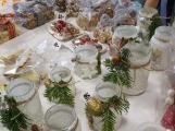 Vánoční jarmark zaplnil školu ()