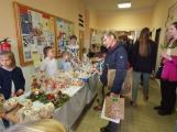 Vánoční jarmark zaplnil školu (4)