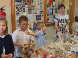 Vánoční jarmark zaplnil školu (5)