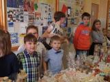 Vánoční jarmark zaplnil školu (14)
