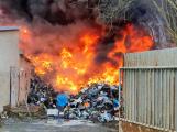 Požár v Sedlčanech napáchal škodu za dva miliony. Příčinou zahoření bylo samovznícení (14)