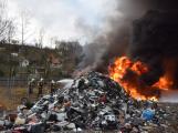 Požár v Sedlčanech napáchal škodu za dva miliony. Příčinou zahoření bylo samovznícení (7)