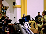 Dudy doprovodily sborový zpěv v kostele (35)