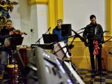 Dudy doprovodily sborový zpěv v kostele (43)