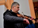Dudy doprovodily sborový zpěv v kostele (50)