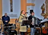 Dudy doprovodily sborový zpěv v kostele (6)