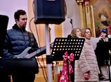 Dudy doprovodily sborový zpěv v kostele (24)
