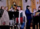 Dudy doprovodily sborový zpěv v kostele (21)
