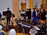 Dudy doprovodily sborový zpěv v kostele (17)