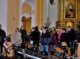 Dudy doprovodily sborový zpěv v kostele ()