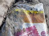 Pneumatiky, železo, plasty. Orlík kromě zatopených vesnic odhalil i hromady odpadu (2)