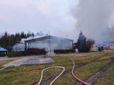 Plameny pohltily budovu restaurace v kempu u Věšína, hasiči vyhlásili druhý stupeň poplachu (20)