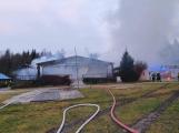 Plameny pohltily budovu restaurace v kempu u Věšína, hasiči vyhlásili druhý stupeň poplachu (21)