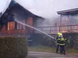 Plameny pohltily budovu restaurace v kempu u Věšína, hasiči vyhlásili druhý stupeň poplachu (22)