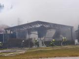 Plameny pohltily budovu restaurace v kempu u Věšína, hasiči vyhlásili druhý stupeň poplachu (26)