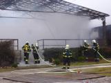 Plameny pohltily budovu restaurace v kempu u Věšína, hasiči vyhlásili druhý stupeň poplachu (29)
