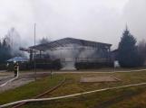 Plameny pohltily budovu restaurace v kempu u Věšína, hasiči vyhlásili druhý stupeň poplachu (18)