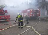 Plameny pohltily budovu restaurace v kempu u Věšína, hasiči vyhlásili druhý stupeň poplachu (2)