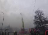 Plameny pohltily budovu restaurace v kempu u Věšína, hasiči vyhlásili druhý stupeň poplachu (3)