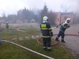 Plameny pohltily budovu restaurace v kempu u Věšína, hasiči vyhlásili druhý stupeň poplachu (5)